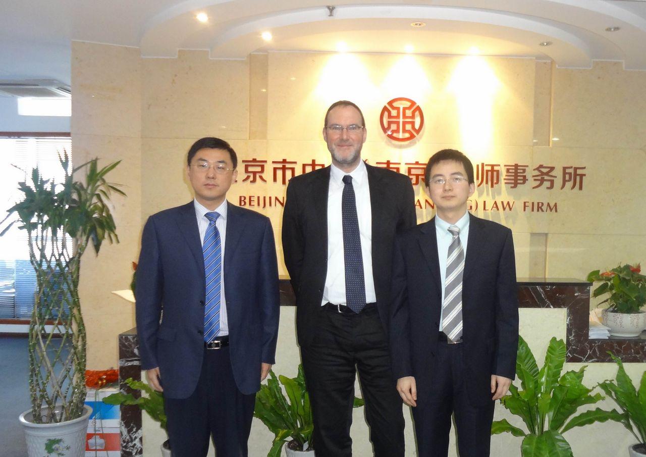 舒马赫律师和李涵律师在中银南京律师事务所